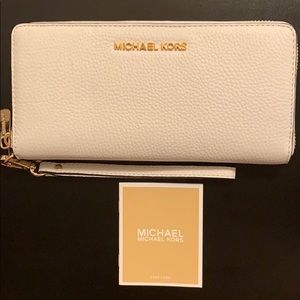 NEW Micheal Kors Jet Set Travel Leather Wallet